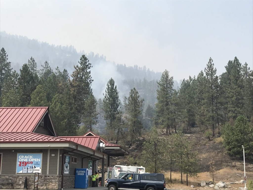 No containment on Boyds Fire forcing Kettle Falls families out of homes