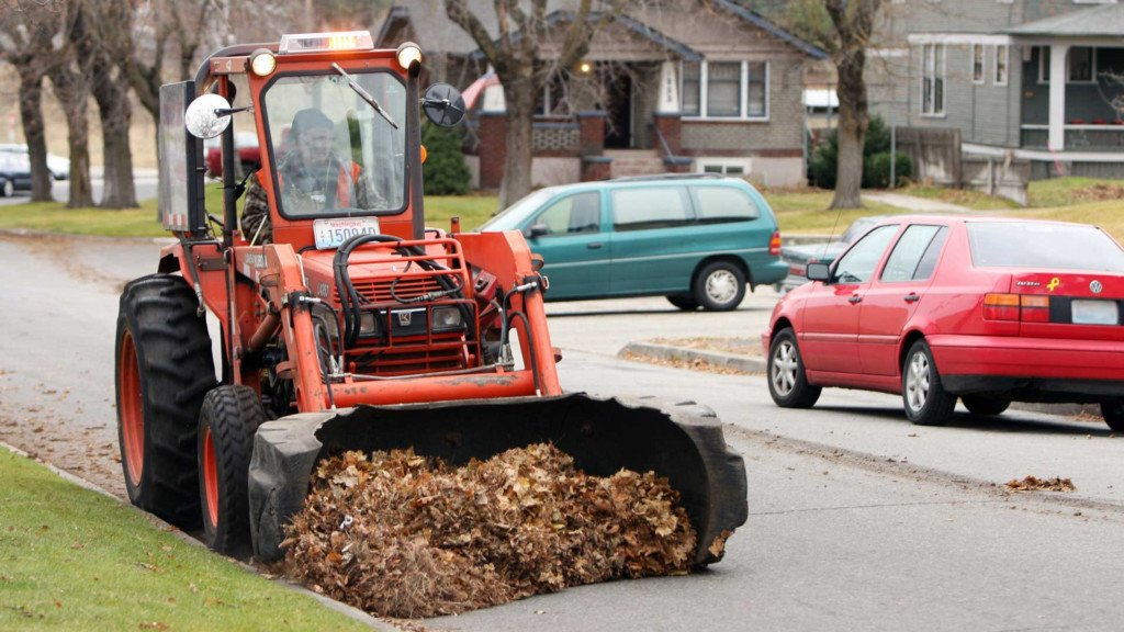 Browne's Addition residents asked to move vehicles for leaf pickup crews