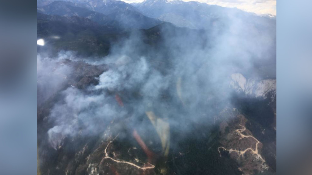 Over 400 firefighters working to contain Little Camas Fire