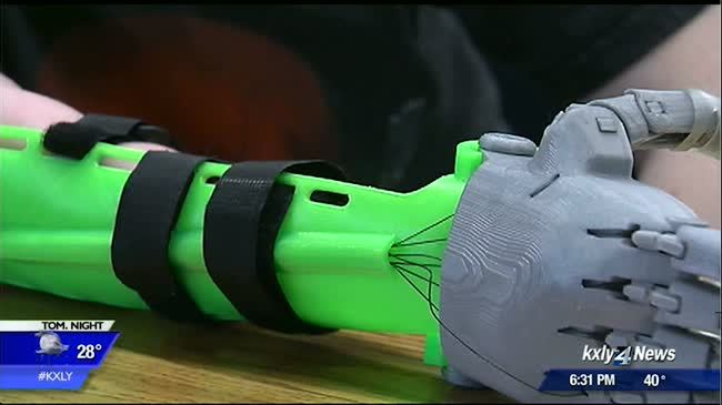 Elementary student gets prosthetic limb with help from EWU engineering students