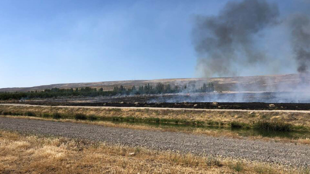 Brush fire breaks out in Grant County, burning east of Mattawa