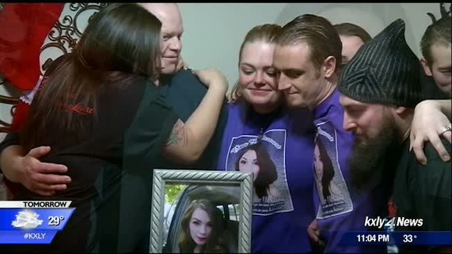 Family of domestic violence victim pushes for national domestic violence registry legislation