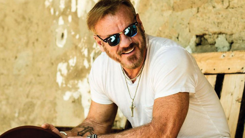 Country singer Phil Vassar to replace Josh Turner at Central WA State Fair after bus crash