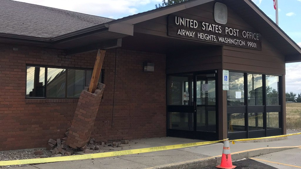 Driver crashes into Airway Heights Post Office