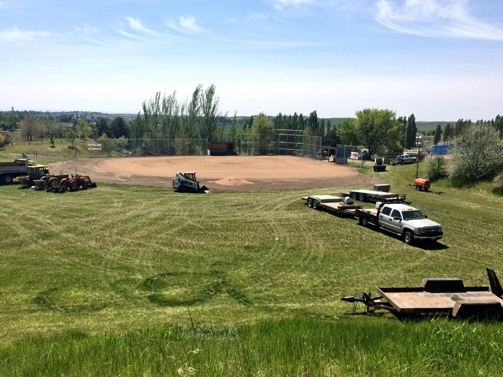 KXLY 4 Extreme Team sprucing up Pullman baseball field