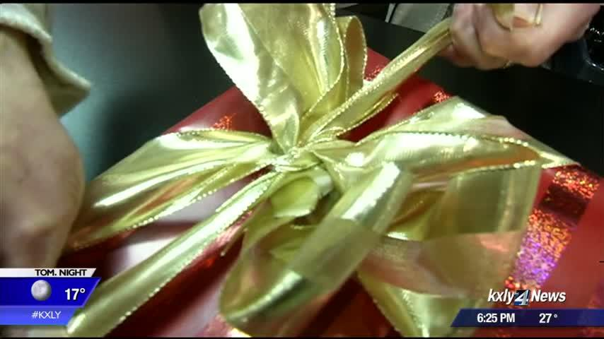 Put the Happy Back in Your Holidays: Gift wrapping presents