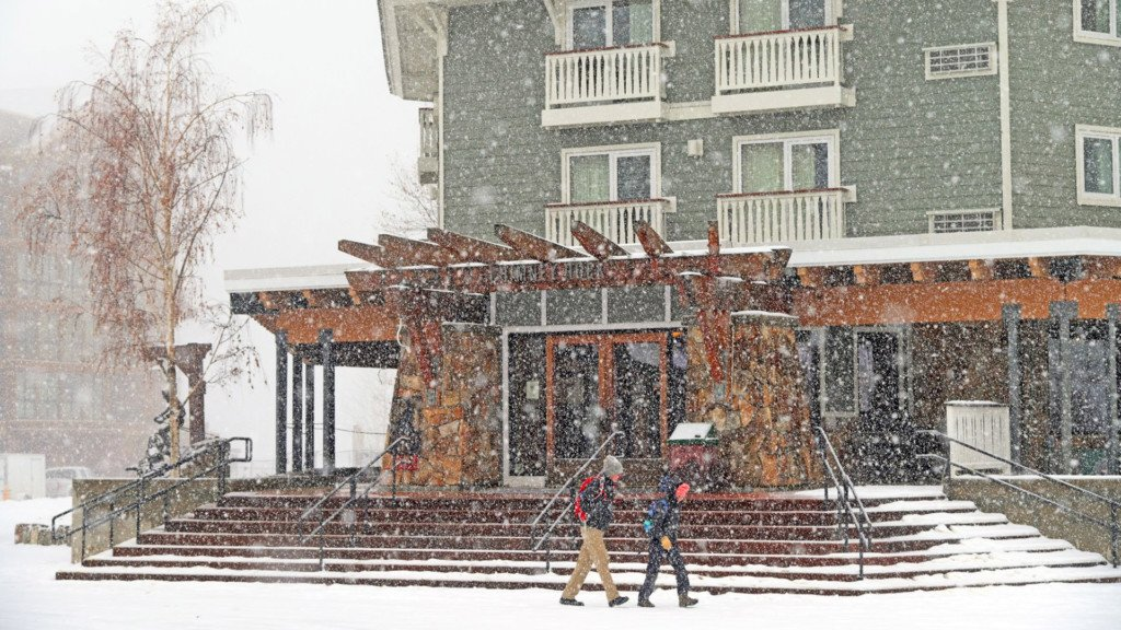 Weekend rain brings snow to local mountains