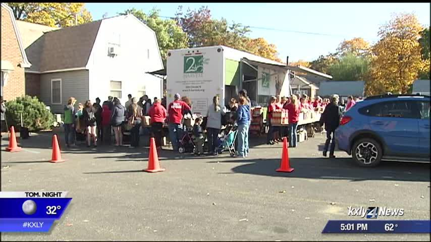 Second Harvest brings Mobile Market to Millwood