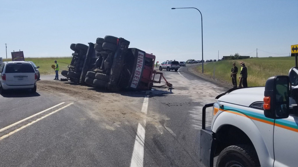Crane falls from semi onto SR27 near Freeman