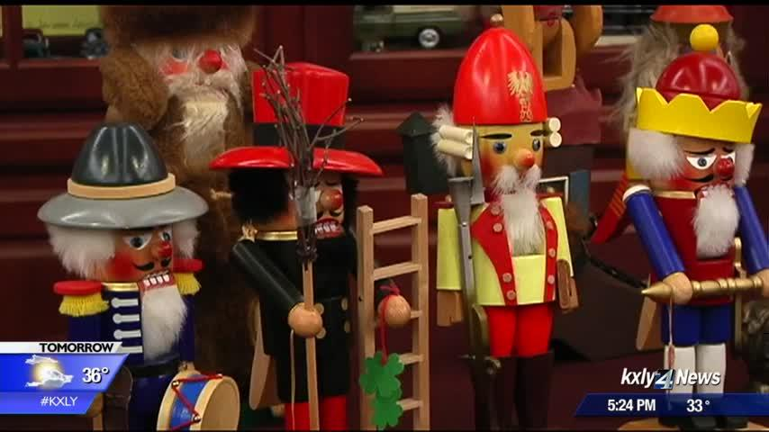 Seniors learn about Nutcrackers from owner of world's second-largest collection