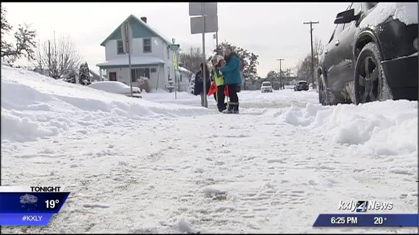 Several Spokane parents agree with 2-hour delay, rather than school closure for Monday