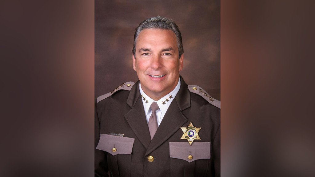 Benton County sheriff accused of strangling his wife