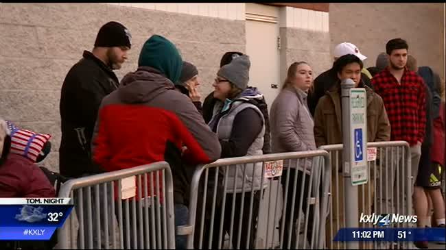 Some Spokane shoppers trade Thanksgiving meals for holiday deals