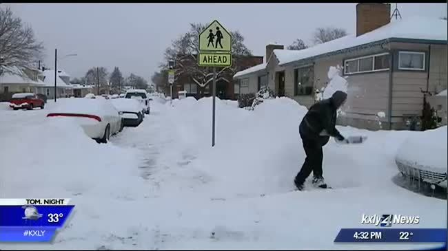 Spokane residents tackle snow during Stage 2 Snow Event