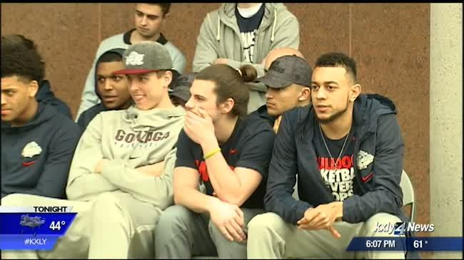 Students and fans welcome Zags home