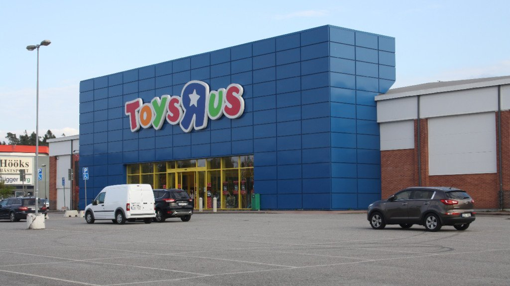 Toys R Us closes stores throughout country, locally