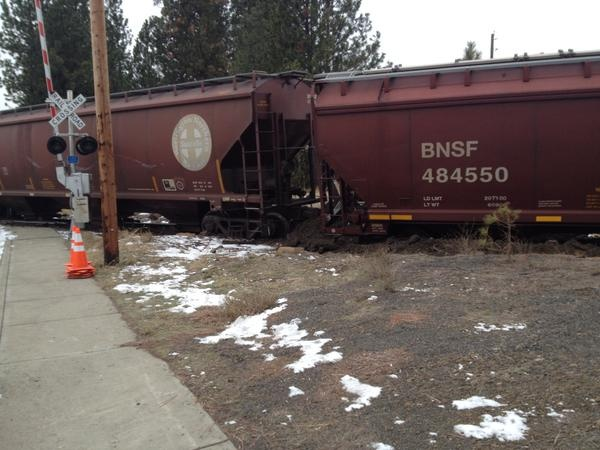 Train derails on Spokane Cheney Road