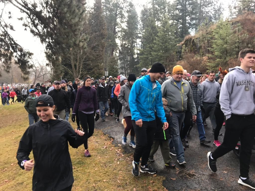 Runners wake up early, brave cold for annual Turkey Trot