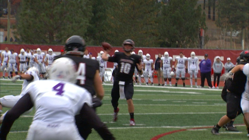 Linfield edges Whitworth in overtime, 38-31 for NWC title