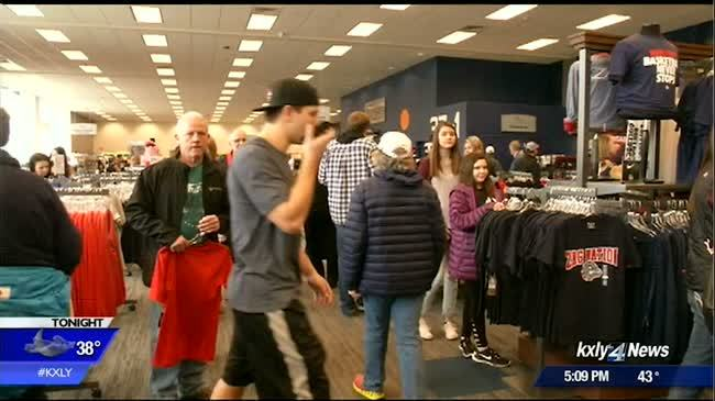 Zag fans stock up on Bulldog gear ahead of championship game