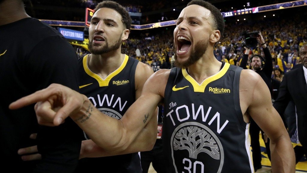 Golden State Warriors players Stephen Curry and Klay Thompson