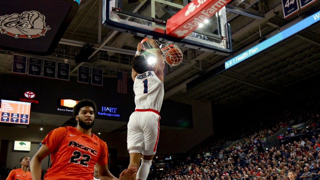 Gonzaga's Admon Gilder dunks on a Pacific player.