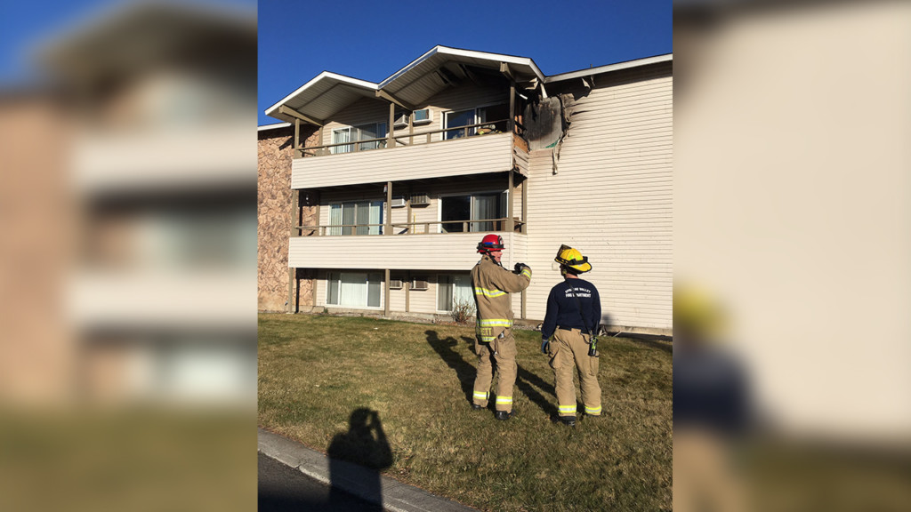 Spokane Valley fire respond to apartment complex fire
