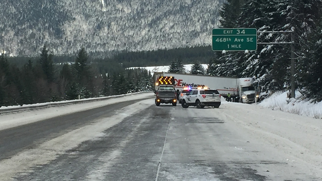 Snoqualmie pass closed in both directions