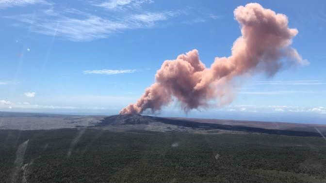 Volcano erupts in Hawaii