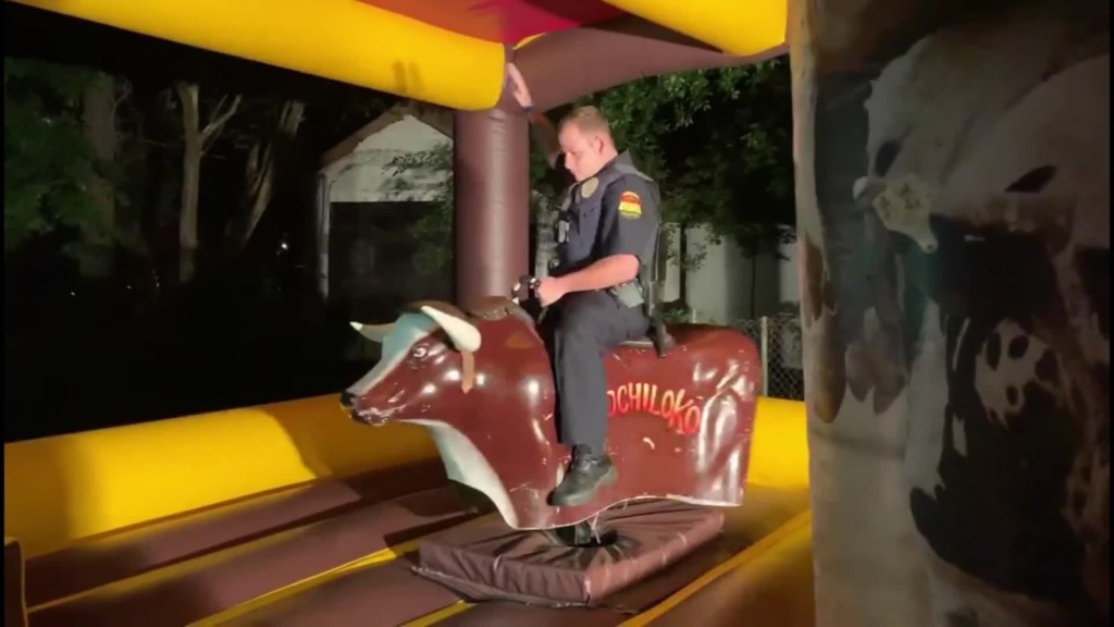 Texas officer responds to noise complaint, rides mechanical bull