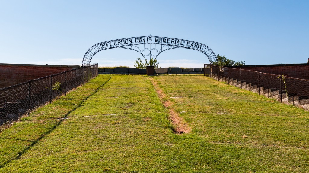 Jefferson Davis' name removed from arch at Va. fort