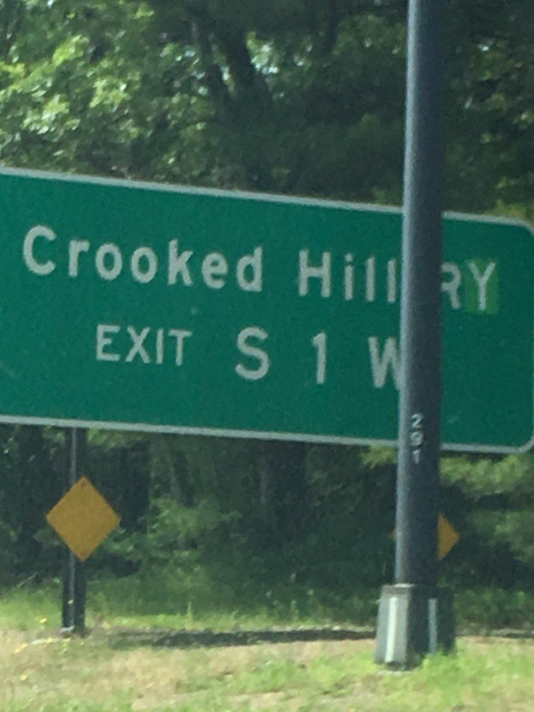 Someone defaced a New York street sign to spell 'Crooked Hillary'