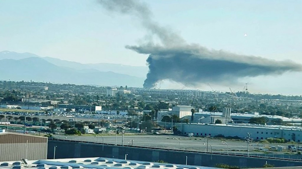 Los Angeles gas explosion sends clouds of smoke over the skyline