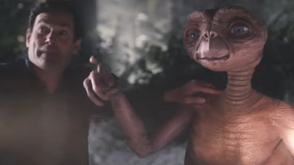 E.T. reunites with Elliott and viewers in Thanksgiving TV ad