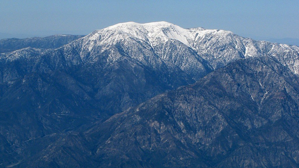 Rescue worker dies looking for missing hiker on Calif. mountain