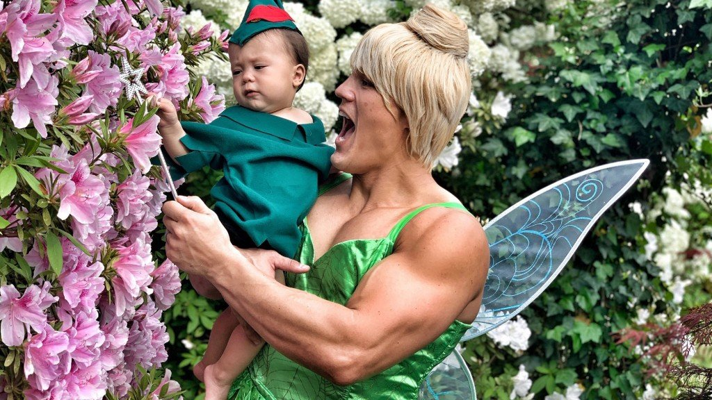 Sports anchor dresses as Tinkerbell after losing March Madness bet