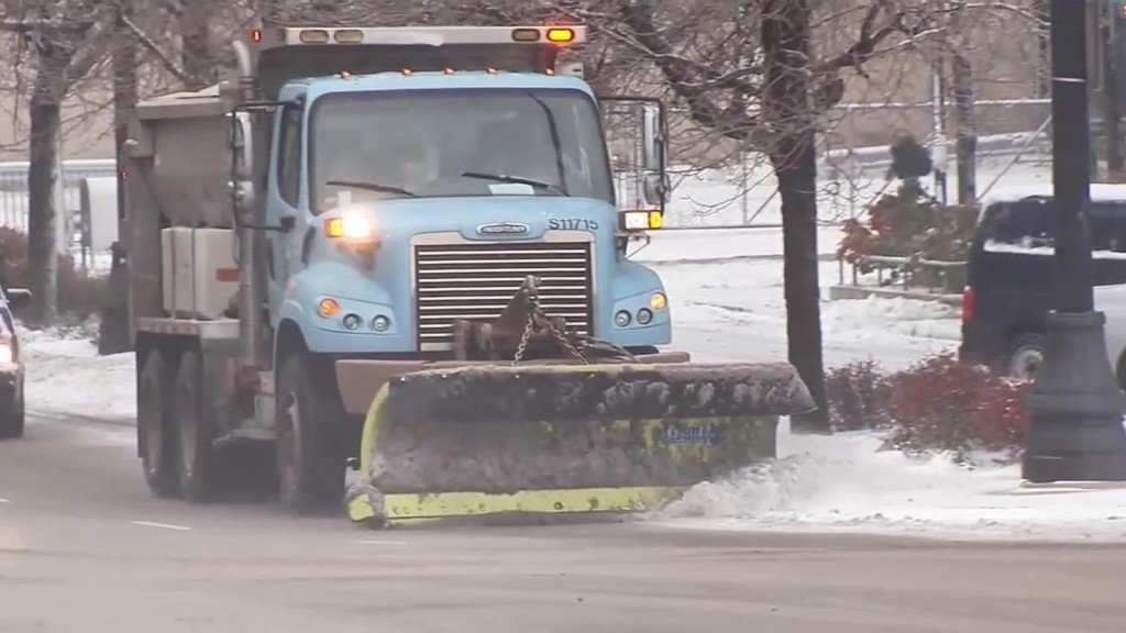 Chicago snow cancels more than 1,000 flights