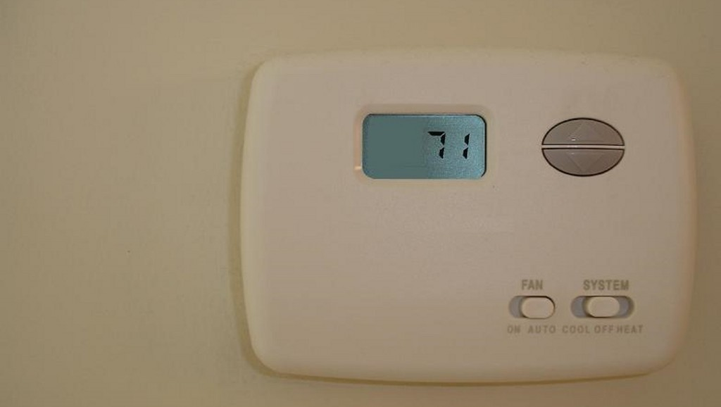 Study: Turn up office thermostats to improve women's productivity