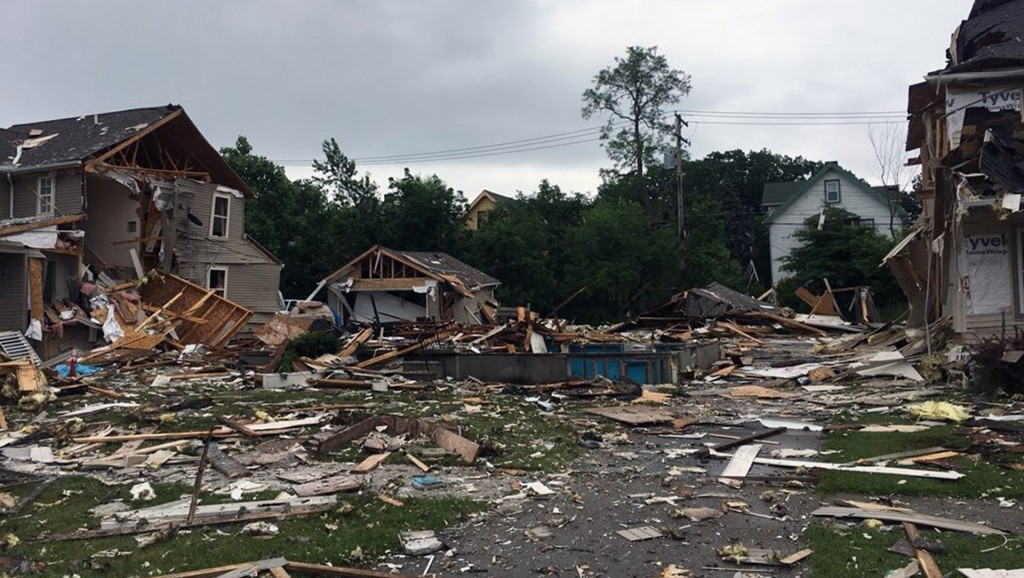 Ohio house explosion leaves 1 dead, 1 injured