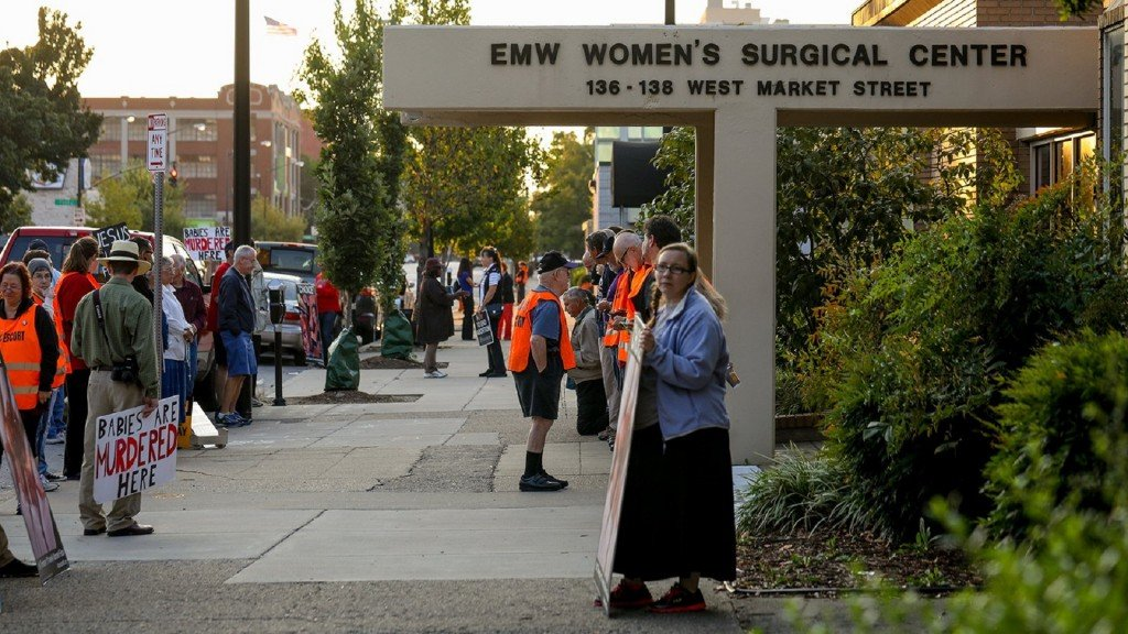 Court ruling keeps last abortion clinic in Kentucky open