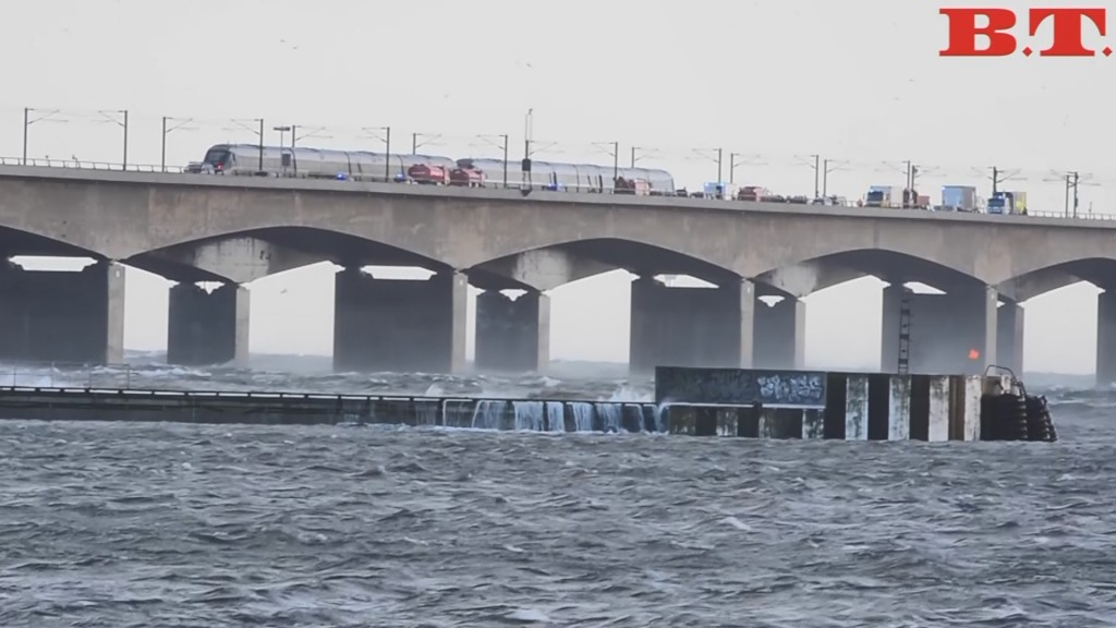 6 killed in train accident on Danish bridge