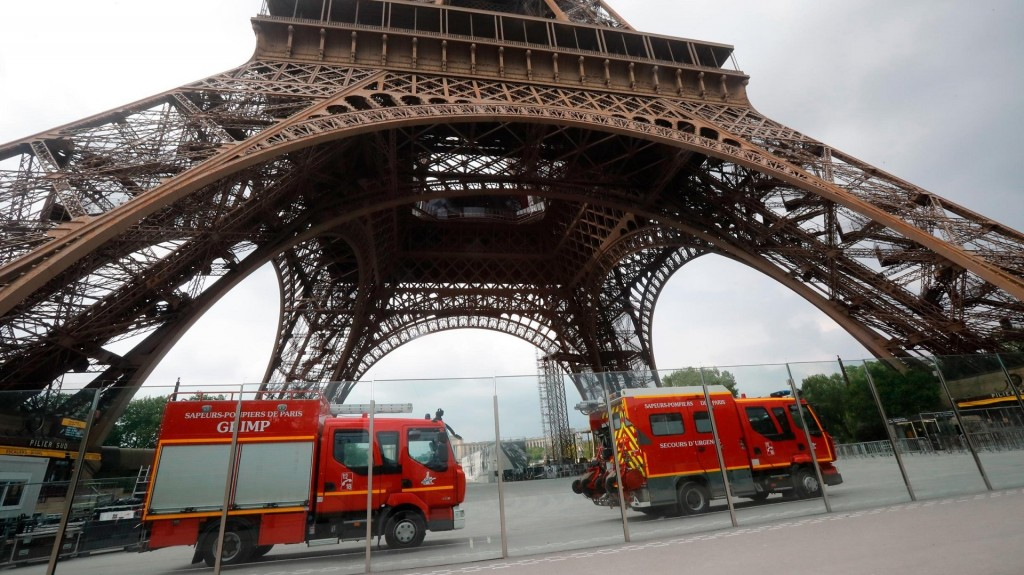 Climber forces evacuation of Eiffel Tower