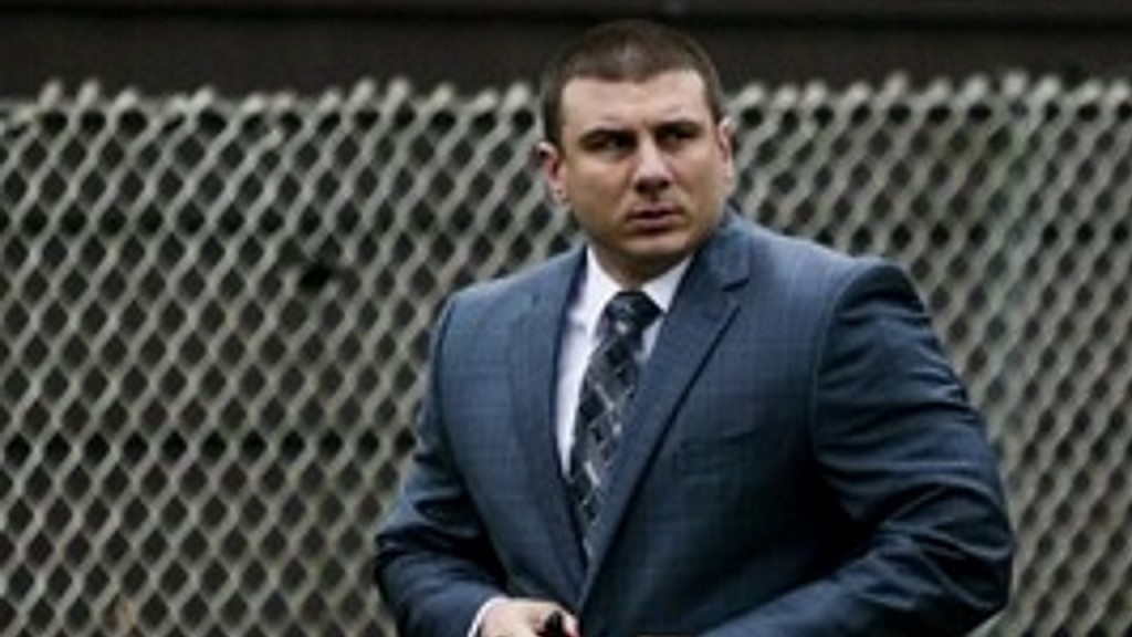 Fired officer accused of choking Eric Garner files lawsuit against NYC