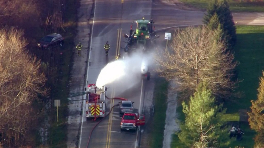 Chemical spill in Illinois sends 37 people to the hospital