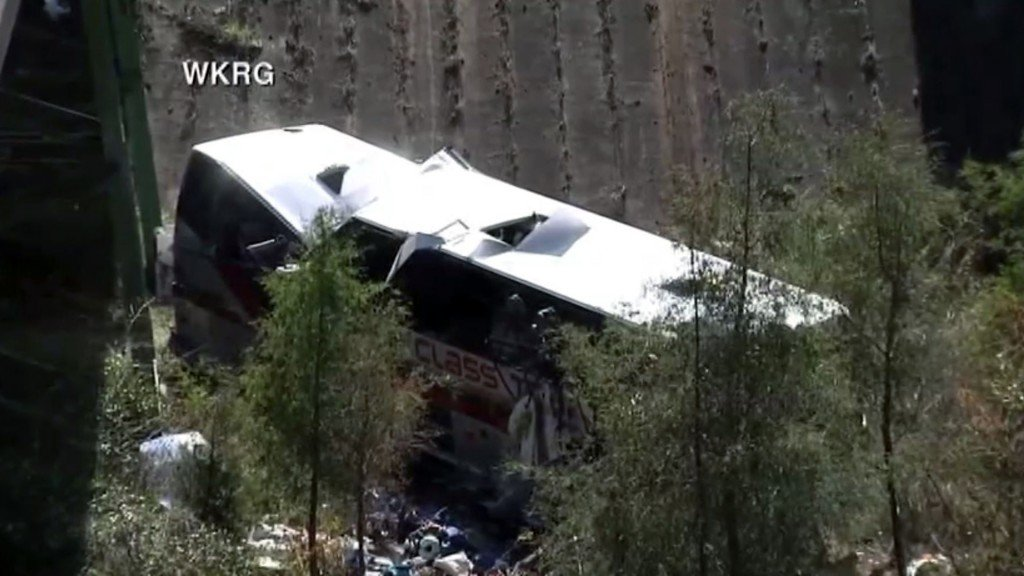 Bus carrying students crashes, killing 1