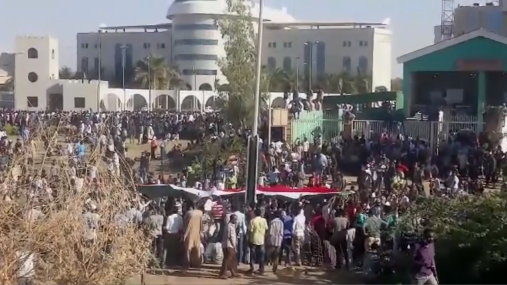 Sudan death roll rises to 100 as bodies found in Nile