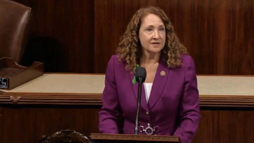 Rep. Esty responds after keeping on aide accused of abuse: 'I am not resigning'