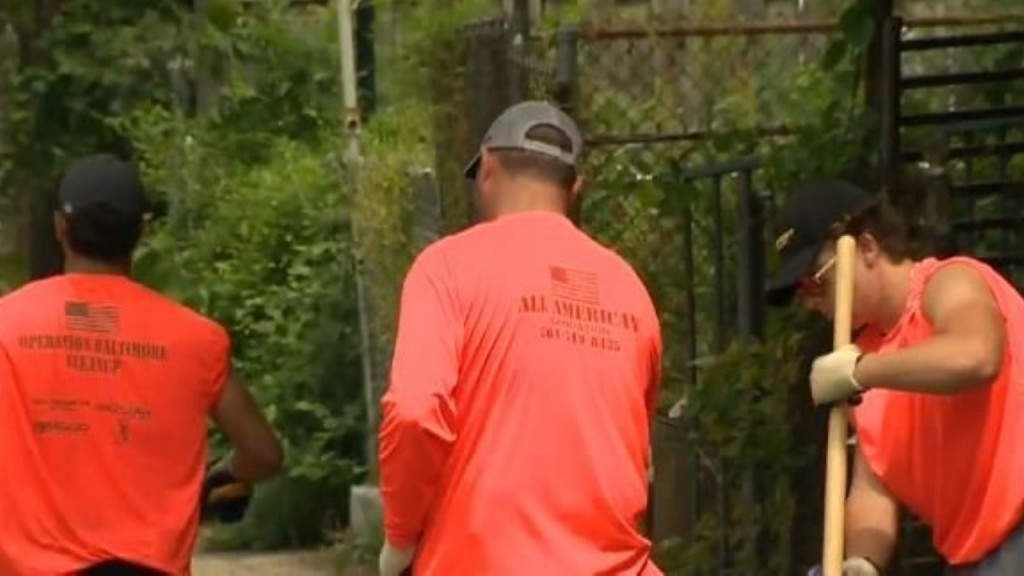 'Traveling Trashmen' come from out of town to clean up Baltimore