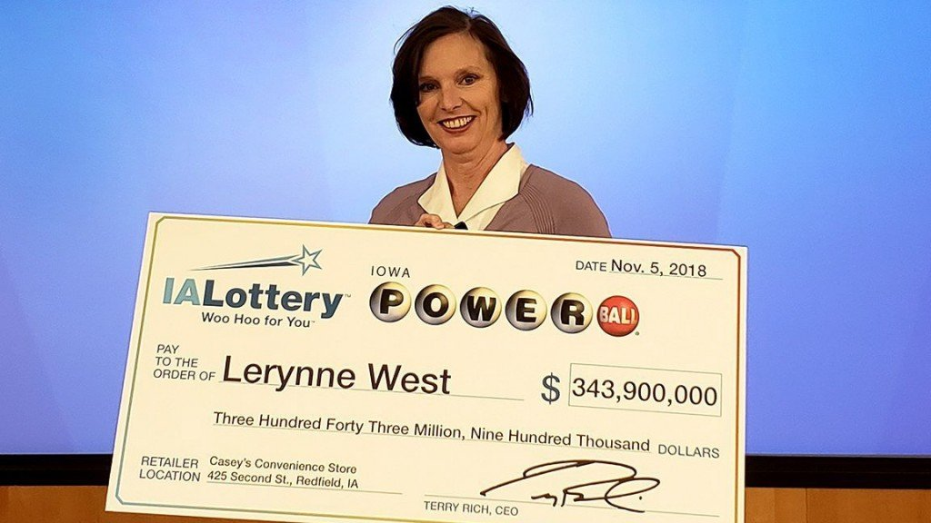 Powerball winner donates half a million dollars to veterans group