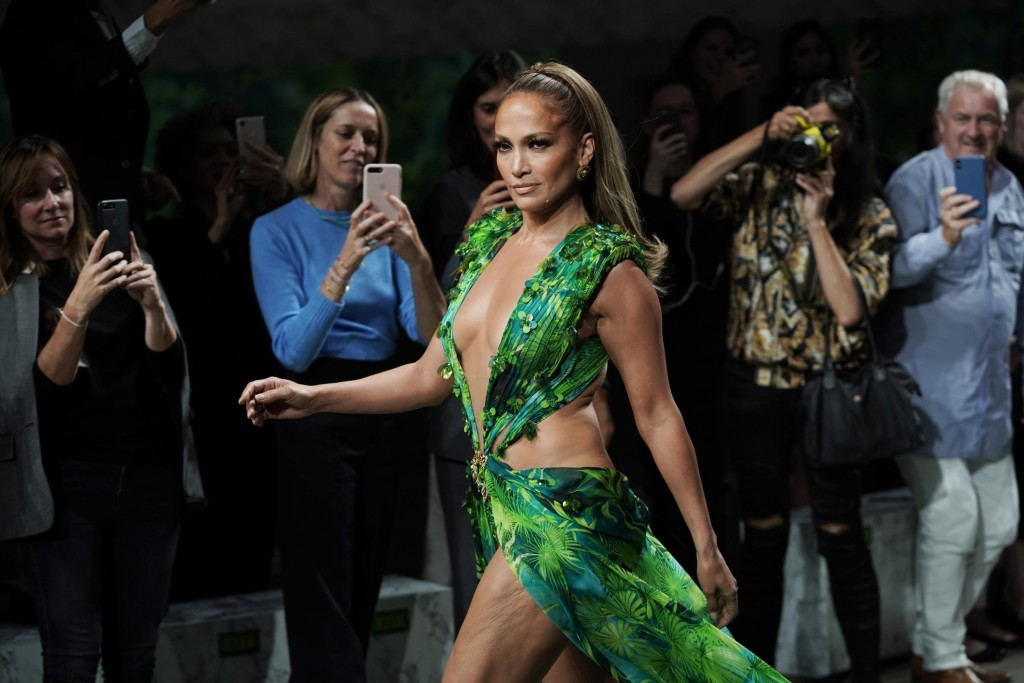 J.Lo's wears updated iconic 2000 Grammys dress